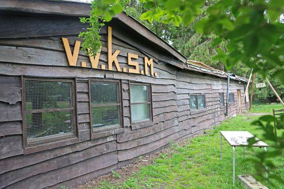 De blokhut van de Hekelgemse scouts dateert van 1966 en is tot op de draad versleten.