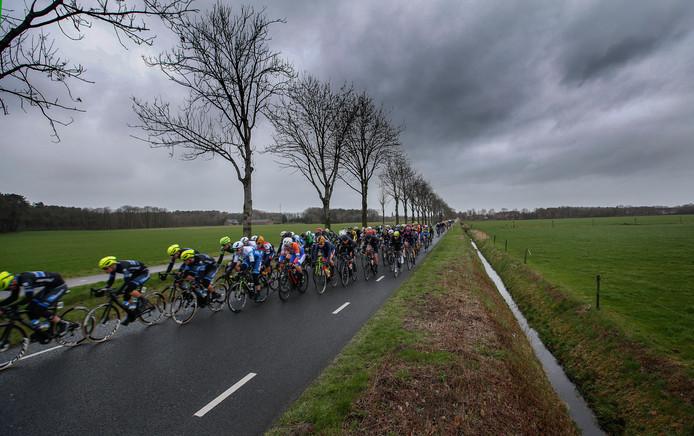 Beeld van de stormachtige Dorpenomloop Rucphen.