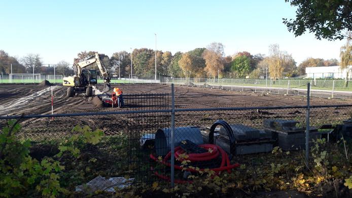 Op het terrein van Zwart-Wit wordt een nieuw 8x8 veld aangelegd.
