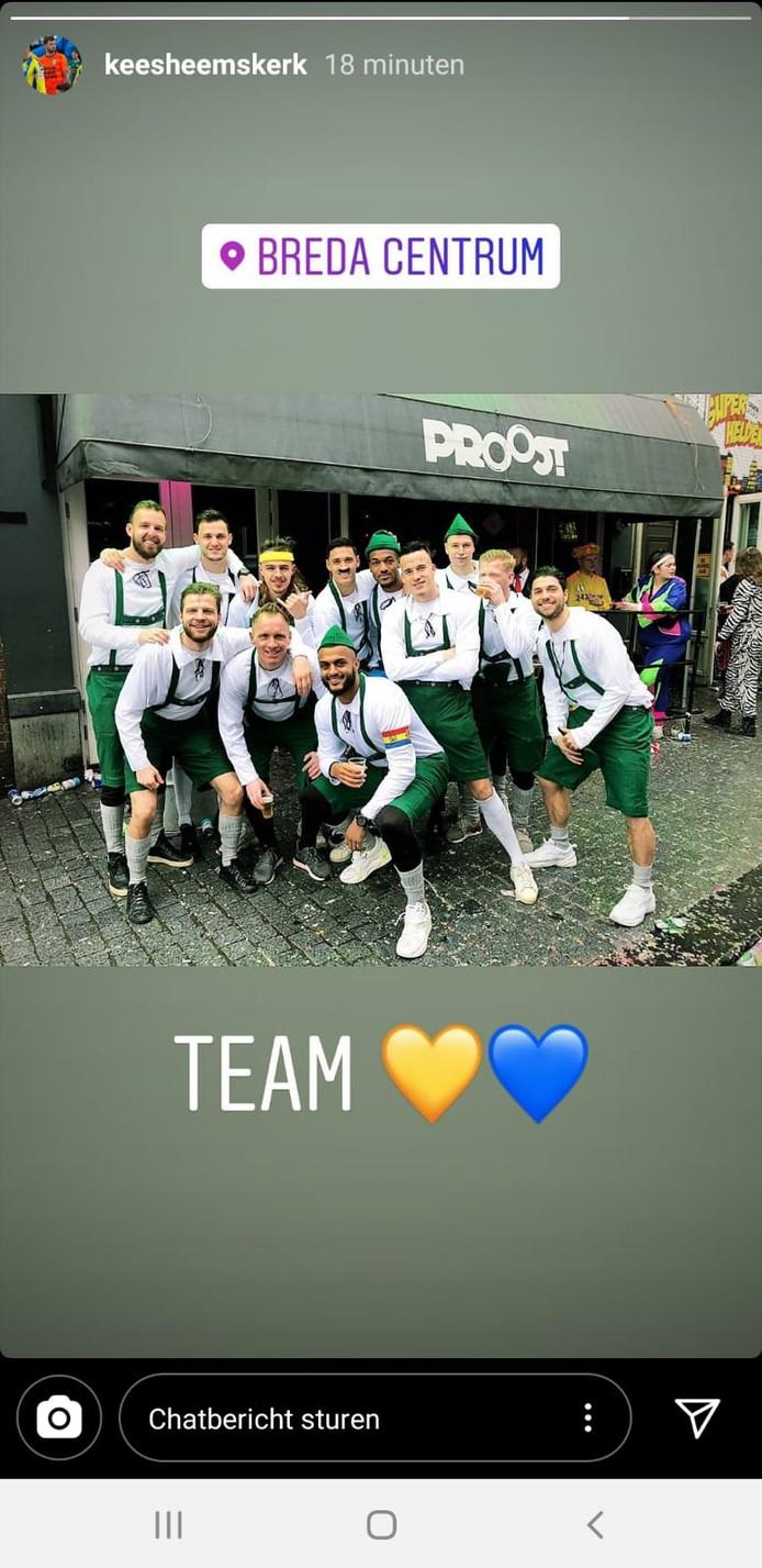 De selectie van RKC viert carnaval in Breda.