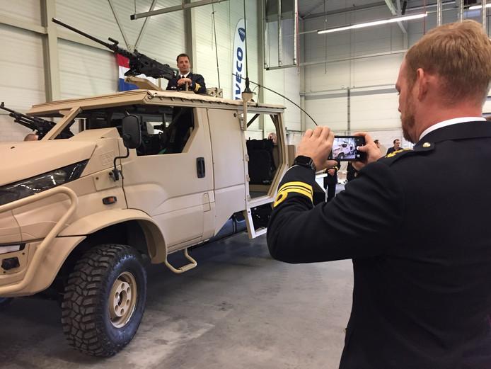 Deba uit Etten-Leur presenteert wagens voor Defensie.