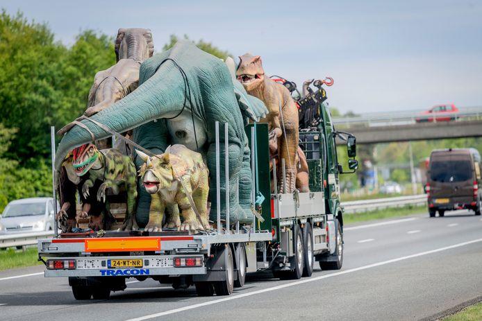 De dinosaurussen voor Dinopark komen naar Twente