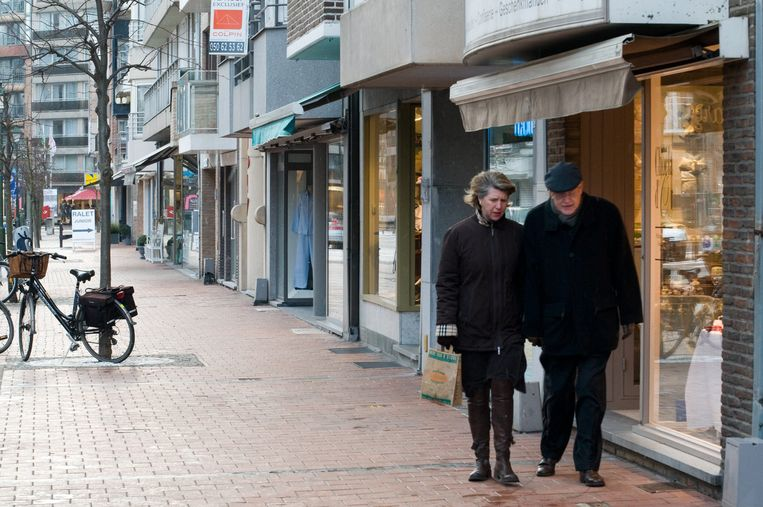De twee kregen het slachtoffer in de gaten in de Dumortierlaan in Knokke.