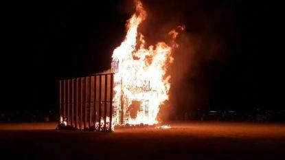 Belgisch kunstwerk brandt op legendarisch festival