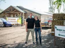 Tuincentrum in omgetoverde varkensstal; Nieuw begin middenin de polder bij Overslag