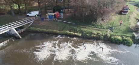 Waterschap pompt zuurstof de Berkel in om massale vissterfte te stoppen