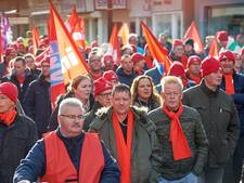 Oproep Osse stakers nagevolgd: ook Kamerleden aan de Unox-worst