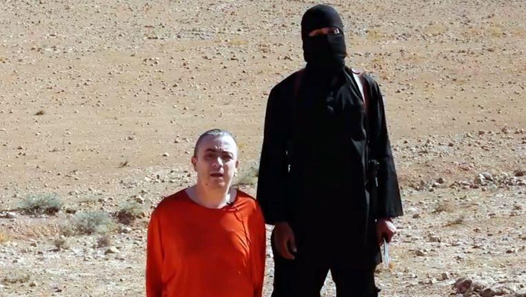 Beeld uit de video van IS waarin de Britse hulpverlener Alan Henning wordt onthoofd. Beeld belga