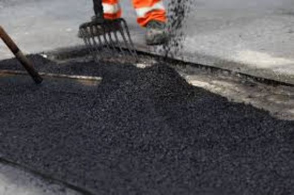 Het gaat vaak om Engelstaligen die asfaltwerken willen uitvoeren.