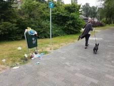 'Overvolle hondenpoepbakken op Van Boetzerlaerlaan doorn in het oog'