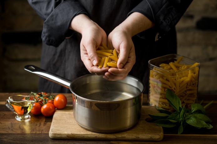 Meet de ingrediënten op met je handen, luidt het advies aan de Britten.