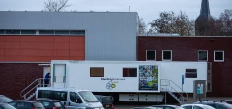 'Borstenbus' terug in Kampen: 'Blij dat-ie er er weer staat'