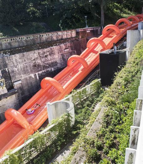 Kijk hier mee met de waterglijbaan van 200 meter in Nijmegen