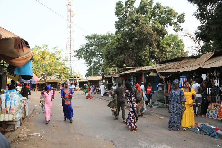Brikama is met zo'n 100.000 inwoners een flinke stad voor Gambia (1,9 miljoen mensen).  Beeld Alhagi Manka