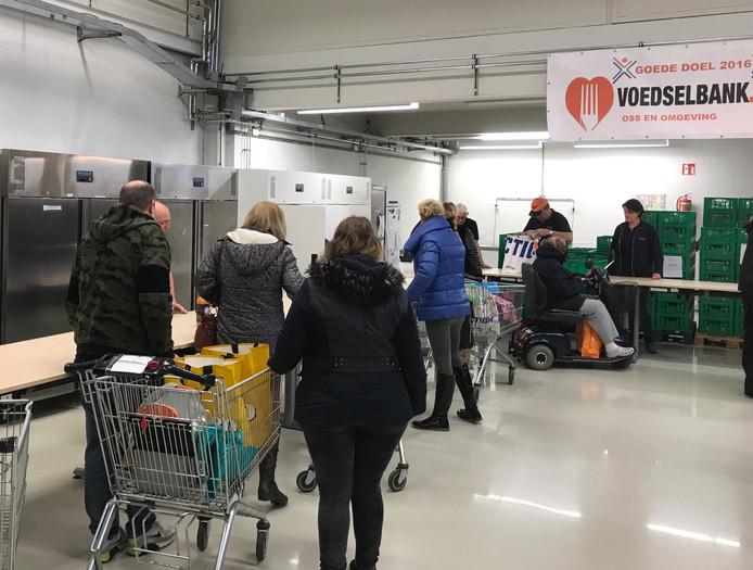Bij de Voedselbank is het zo druk dat er nu met afhaaltijden gewerkt wordt.