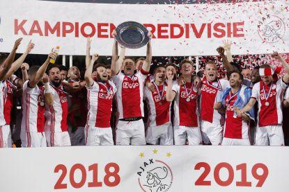 De schaal gaat naar Amsterdam: Ajax pakt de dubbel en kroont zich voor 34ste keer tot landskampioen