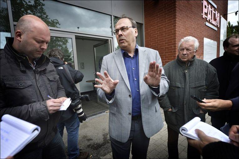 Dirk De Maeseneer staat de pers te woord.