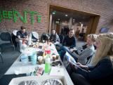 Kamperen in gemeentehuis voor kavel in Hellendoorn