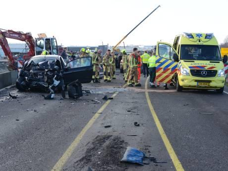 Veilingroute dicht door ernstig ongeluk tussen auto en vrachtwagen