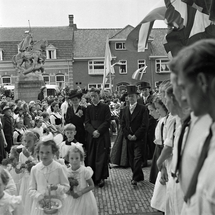 RHC Eindhoven zoekt verhalen achter de foto's: Priester ...