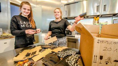 Margot en Laura (15) werken dagje bij Dumon