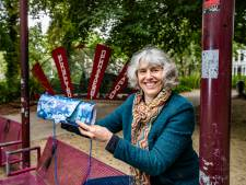 Kunstenares Loes ten Anscher (60) wint Deventer Cultuurprijs: 'Zo trots als een pauw'