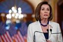 Nancy Pelosi kondigt aan dat de afzettingsprocedure doorgaat.