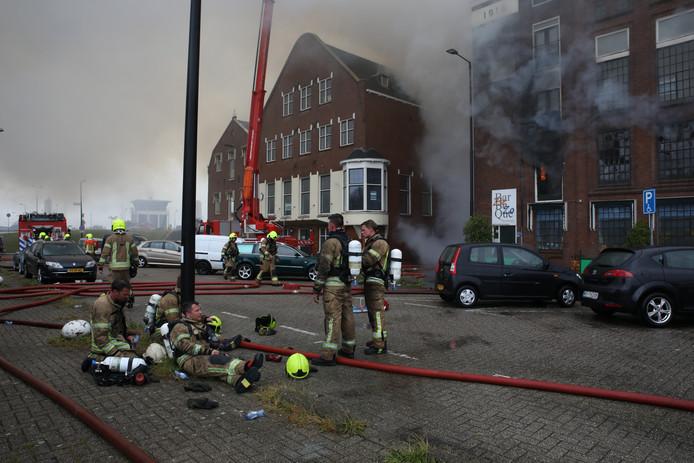 Brandweerlieden hebben het zwaar.