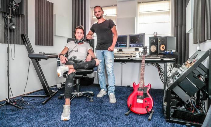 Ronald Pater en Diederick van Loo in hun studio in Zwolle. Foto Frans Paalman
