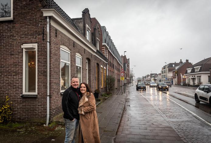 Sandy Huyskens en Marco Burgering kochten een huis aan een drukke Eindhovenseweg in Aalst.