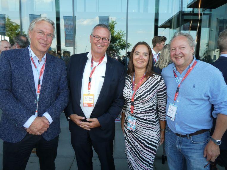 Hans van Dijk (Economische Zaken), Bert Ross (Liander) en Cara Mascini en Job Witteman van Edge Infra: