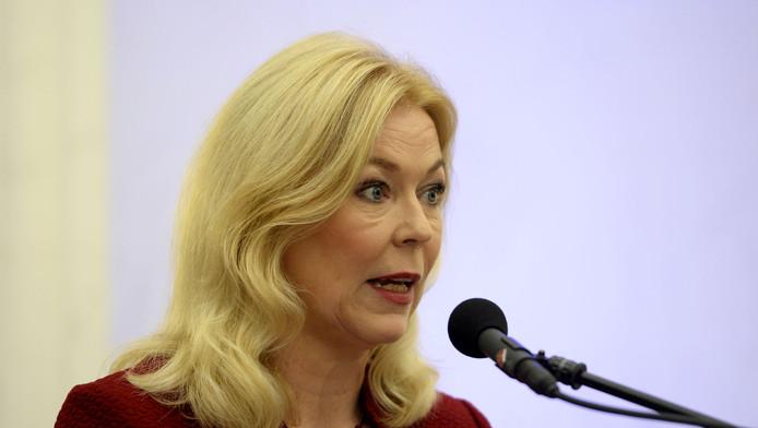 Voorzitter van de Fyra-commissie Madeleine van Toorenburg tijdens de persconferentie
