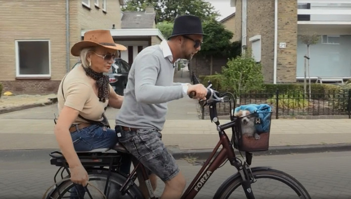 Marijcke en Mark op de fiets