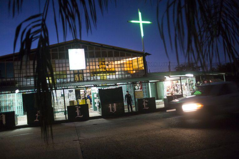 Kapel ter ere van Jesús Malverde, een Robin Hood-achtige bandiet, na zijn dood als heilige vereerd. Beeld Julius Schrank