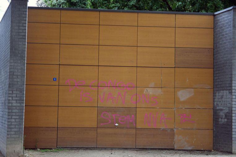 Ook aan de Bruul werd er graffiti aangebracht met boodchappen in dezelfde lijn.