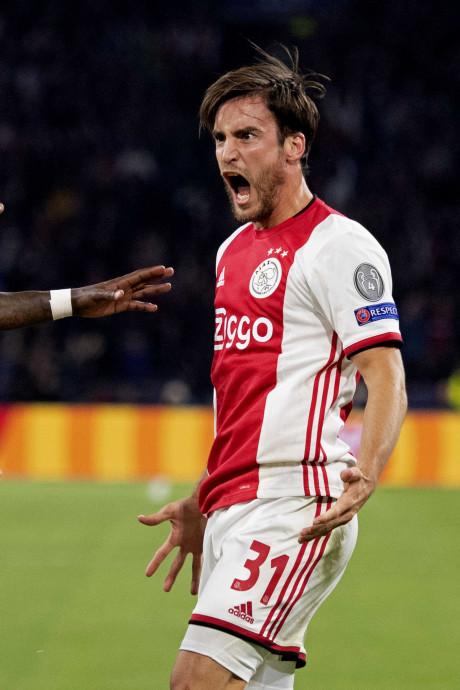 Dominant Ajax begint overtuigend aan nieuwe CL-reeks