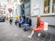 """""""Bruggelingen, zet vrijdag jullie stoel buiten"""": stad roept op tot verbondenheid"""