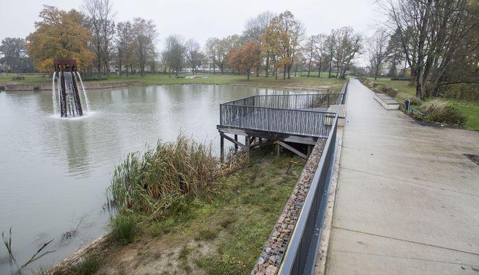 De fontein in het Blokkenpark staat nu al enkele maanden droog.