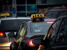 Taxi rijdt door na aanrijding met 9-jarig meisje in Amsterdam, man meldt zich pas na enkele uren