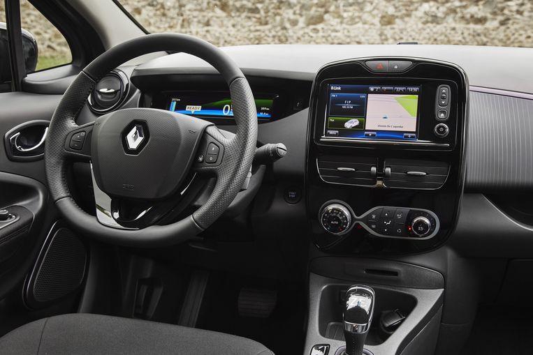 Het interieur is eenvoudig en vergelijkbaar met dat van de Renault Clio. Het kleine aanraakscherm biedt toegang tot veel functies. De  klimaatbeheersing regel je met gewone draaiknoppen en toetsen, wat prettig is. Beeld Renault