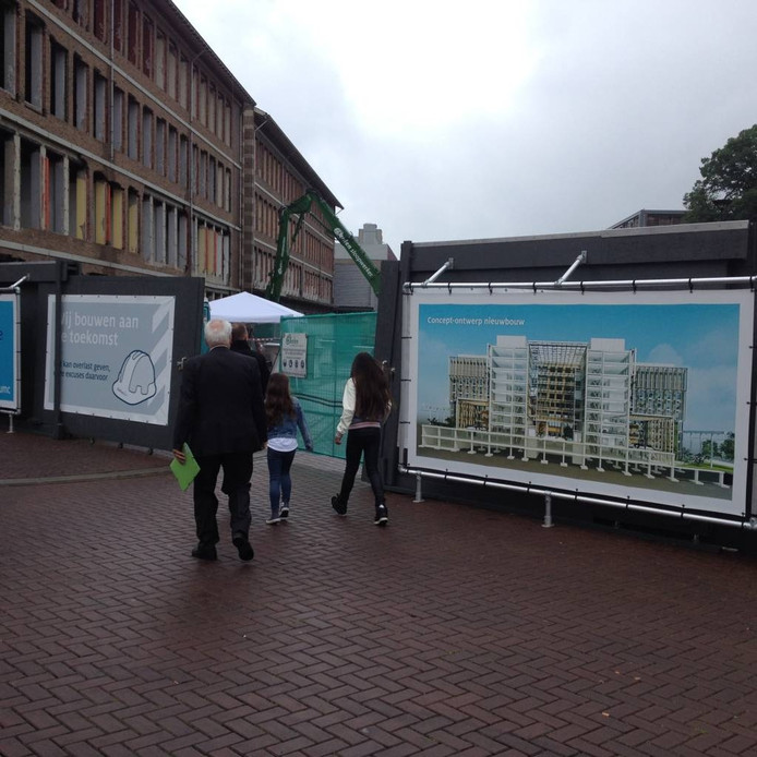 Zicht op de slooplocatie en beeld van de nieuwbouw die hier zal verrijzen.