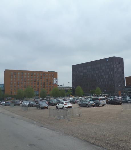 Het Albert Schweitzer ziekenhuis vreest een forse verhoging van parkeertarief voor zorgpersoneel