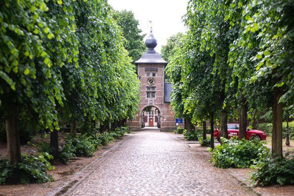 Het stadsloket van Ekeren verhuist tijdelijk naar het poortgebouw van kasteel Veltwijck.