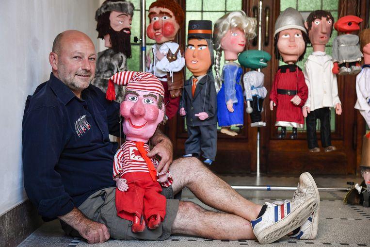 Joost Dierickx, zoon van bezieler Gust, haalt Kalleke Step en enkele poppen van zijn vader van onder het stof.
