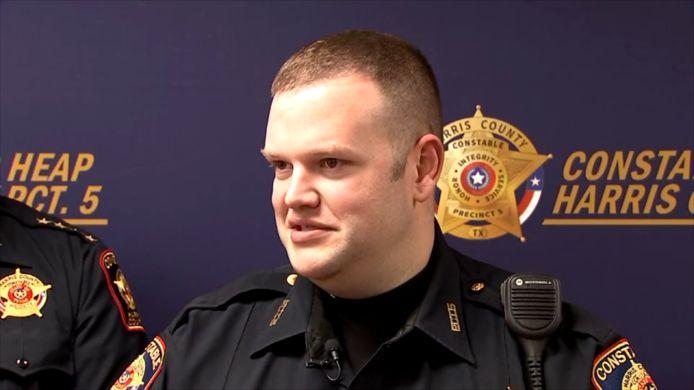 Politiesergeant Lance Anderson trommelde zijn collega's op.