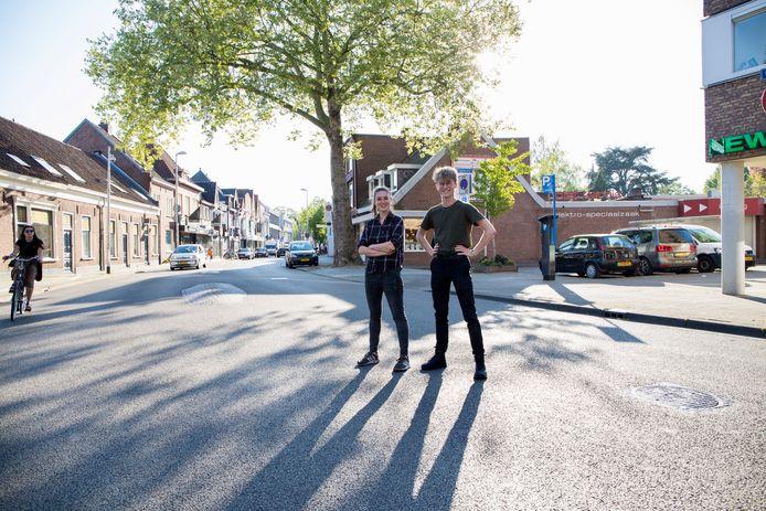 Dieuwertje Vorstenbosch (l) en Jelle van den Hurk (r) bieden met Lokale Zaken Tilburg lokale ondernemers steun.
