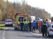 Fietsster zwaargewond na aanrijding Rossum, automobilist rijdt door