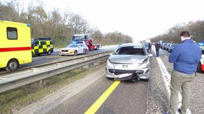 E314 even volledig versperd na ongeval met motorrijder