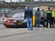 Twee auto's botsen op Belcrumweg in Breda