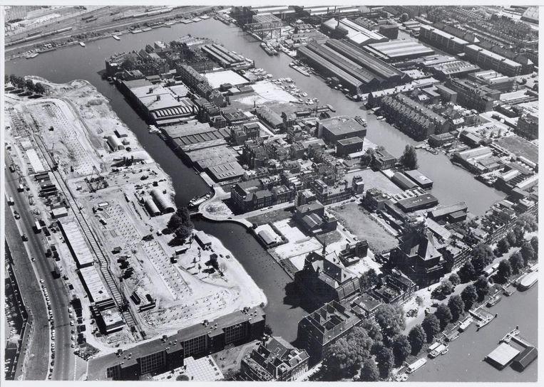 Luchtfoto Kattenburg, 1974 Beeld Stadsarchief